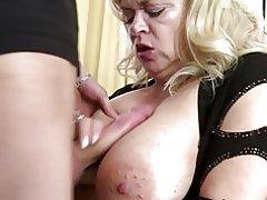 Bujnih prsi naravno mati zajebal mladih ne njen sin